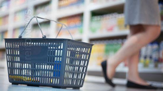 consumidora obrigada levantar saia indenizada direito