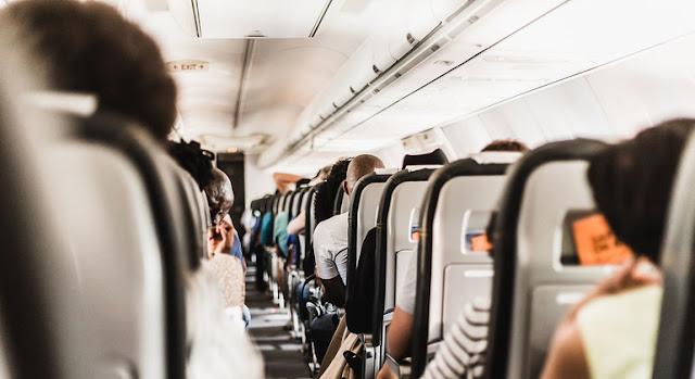 Pasajeros en un avión.Unsplash/Gerrie van der Walt