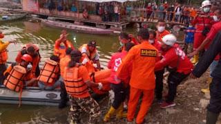 Perahu terbalik waduk kedung ombo