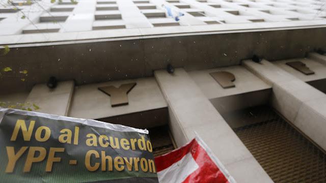 La Justicia argentina ordena a la petrolera estatal difundir su acuerdo con Chevron