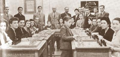 Simultáneas de Pomar en el local de Mundo Deportivo, Barcelona, 17 de mayo de 1943