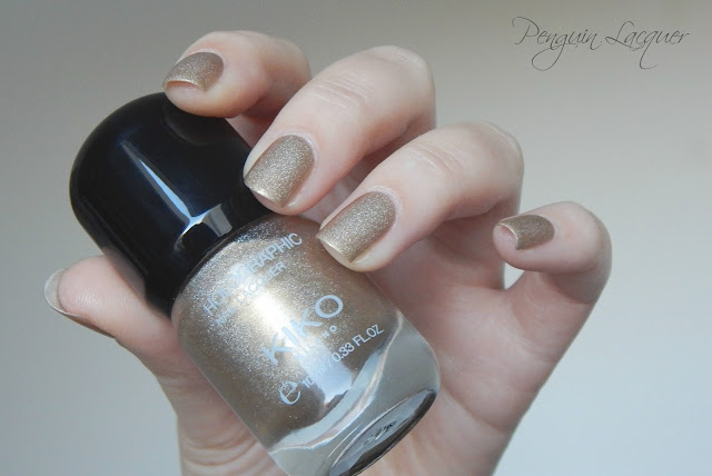 kiko holographic nail lacquer 002 golden champagne daylight