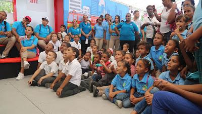 911 participa de forma activa en Expo Cibao 2017; orienta estudiantes sobre uso efectivo del Sistema