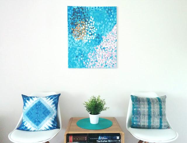 Lukisan Abstrak di Ruang Tamu