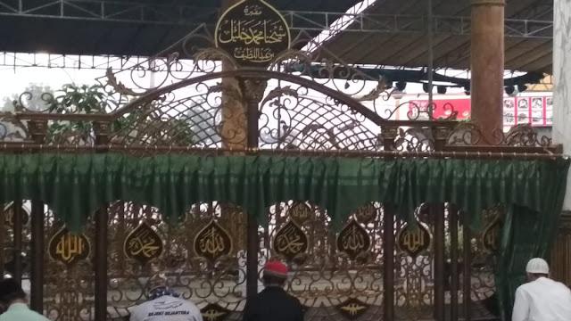 kompleks masjid makam syaichona cholil bangkalan madura