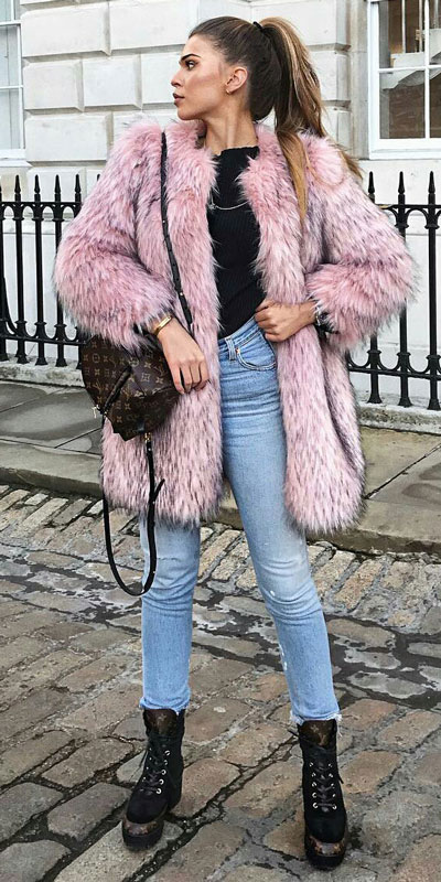 The holidays are here, these simple but cute festive outfit ideas are ready to help you shine glamorously in your upcoming Instagram photos. Holiday Fashion + Style via higiggle.com | Teddy fur coat outfuts | #festivestyle #holiday #furcoat