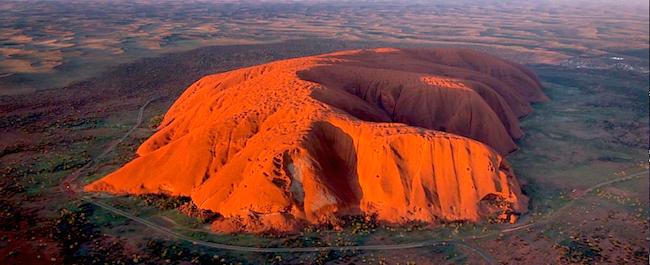 Australia, Góra Uluru, historia, legenda, nieszczęście, Świat, święte miejsce, Park Narodowy Uluru, uluru legendy, uluru ciekawostki, uluru mapa, góra uluru dlaczego warto ją zobaczyć, australia uluru, uluru ayers rock