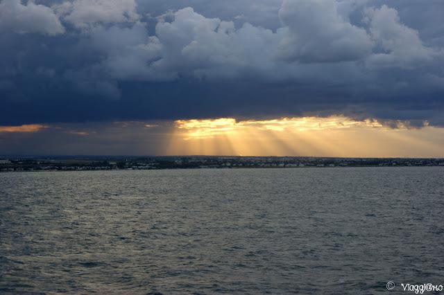 Tramonto sul mare in partenza da Bari