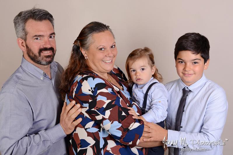 séance photos portrait famille en studio vendée 85 la roche sur yon