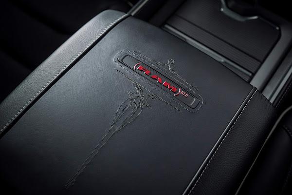 Ram 1500 ganha versão RED Edition nos EUA - fotos