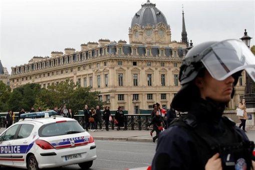 Fiscalía detecta radicalización en ataque a policías en Francia