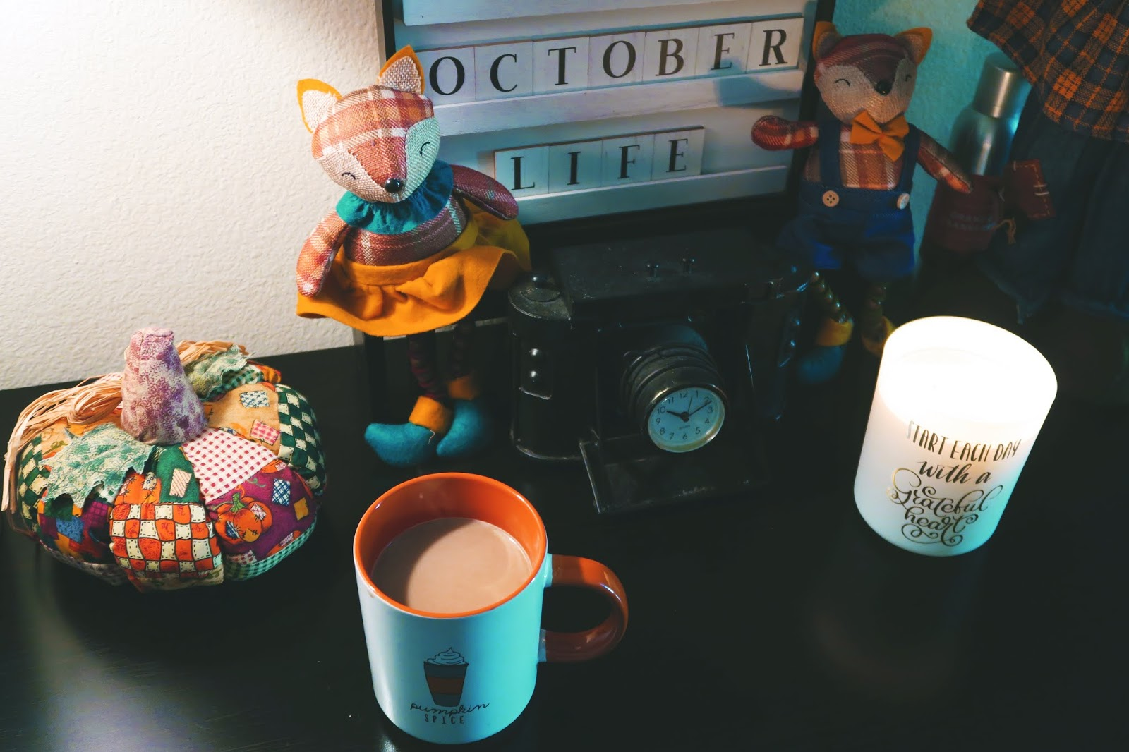 I Made My Room Look COZY For The Holidays: The Fall Desk Tour You Have Been Waiting For!