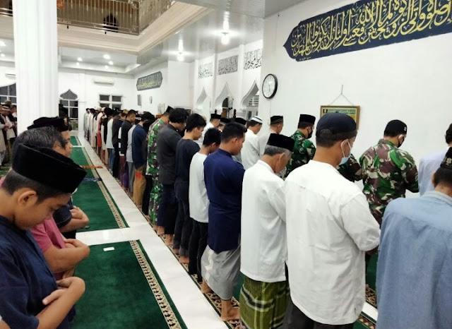 Tingkatkan lman Dan Takwa, Koramil 07/Johan Pahlawan Laksanakan Sholat Subuh Berjama'ah