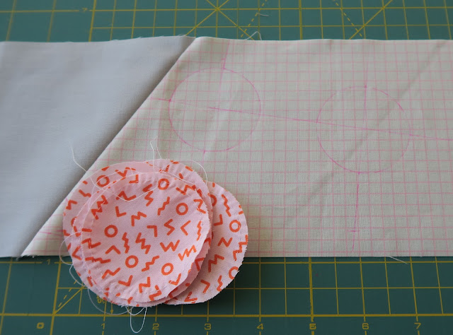 Luna Lovequilts - New quilting project - Hand appliqued circles