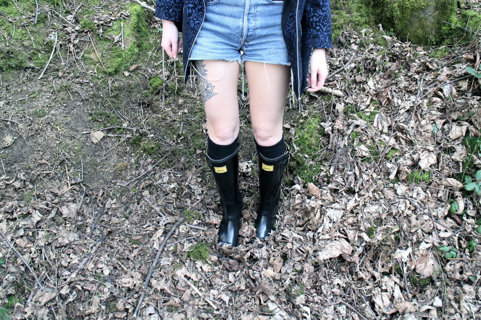 Festival fashion with vintage shorts, wellies and tattoos