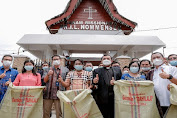 Menparekraf Sandiaga Uno Kunjungi Makam Misionaris Dr IL Nommensen di Toba