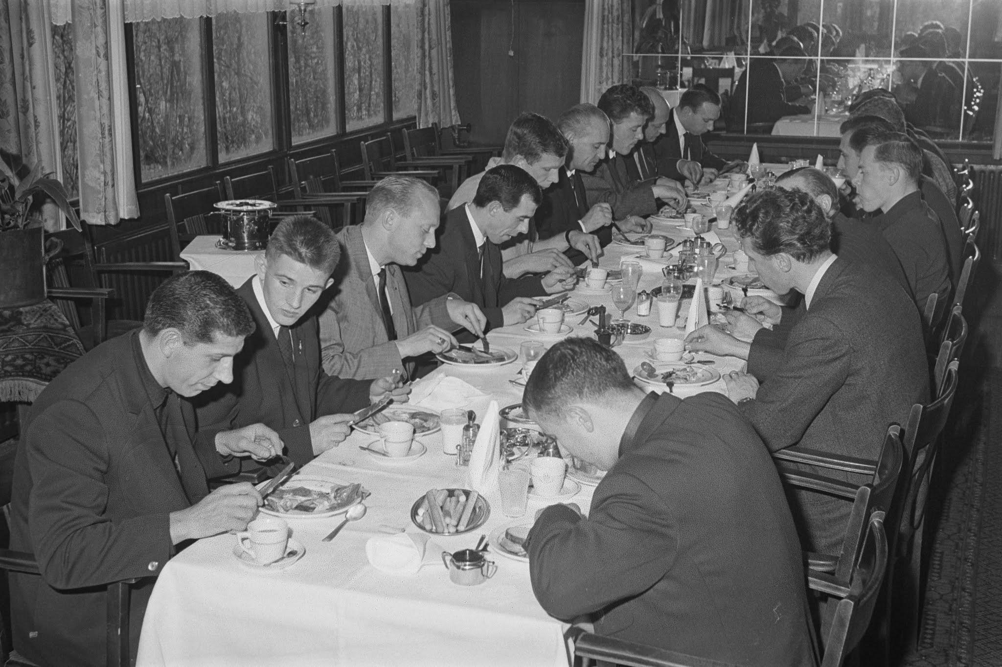 Diner tijdens een trainingskamp van Feyenoord in Breda