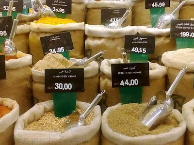 Ägyptische Gewürze im Supermarkt kaufen