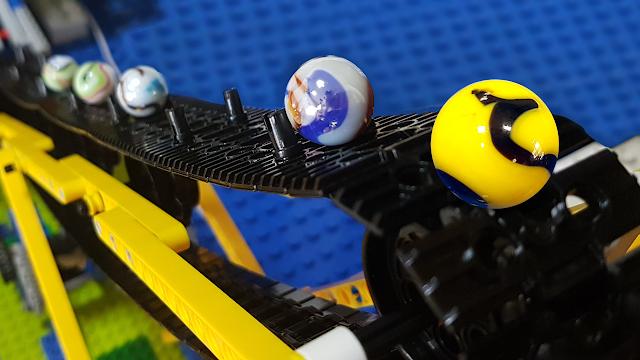 PISTA de BOLINHAS de GUDE com ESTEIRA ROLANTE Lego GBC - Campeonato mundial marble race