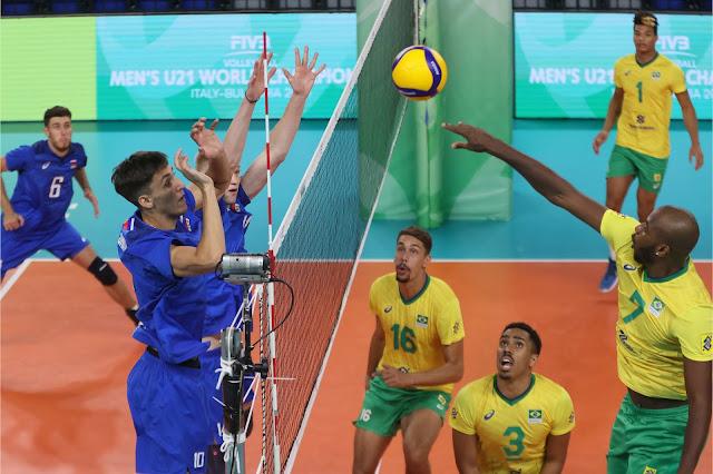 Paulo Vinicios, do Brasil, em ataque da seleção brasileira contra os russos