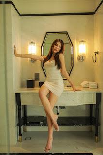 Tường Linh diện váy ôm tôn vòng eo 53 cm