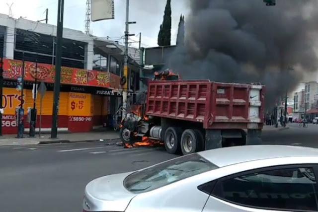 """VIDEO Y FOTOS; Se desatan narcobloqueos en plena CDMX tras ser abatido """"El Ojos"""" y siete sicarios"""
