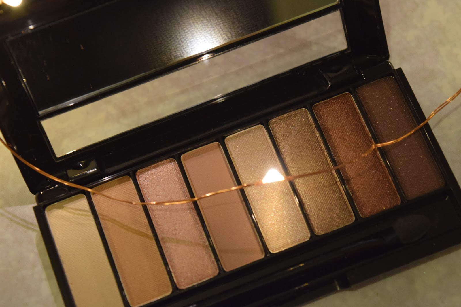 the rimmel magnif eyes eye contouring palette in 002 london nudes calling is actually stunning on the back it has a diagram for which order to use the  [ 1600 x 1066 Pixel ]
