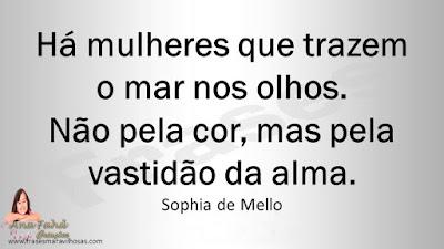 Há mulheres que trazem o mar nos olhos. Não pela cor, mas pela vastidão da alma. Sophia de Mello