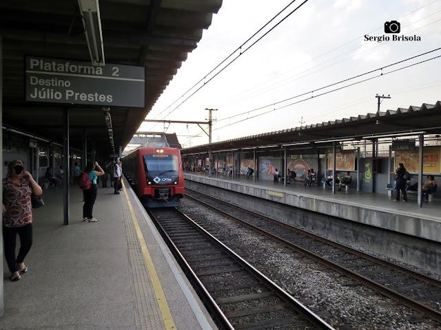 Vista ampla das plataformas de embarque da Estação Lapa da CPTM - Lapa - São Paulo