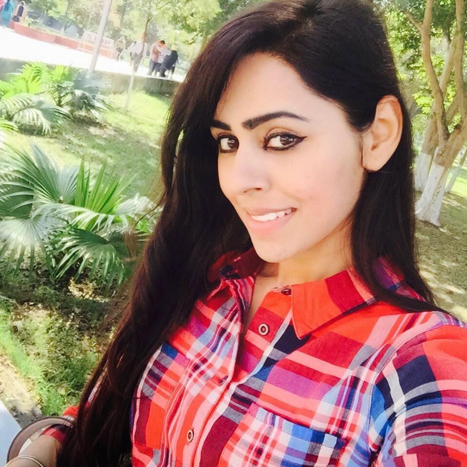 Punjabi Girls Wallpapers: Punjabi Singer Jenny Johal