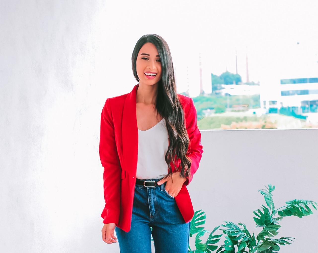 Look do Dia: Calça Mom Jeans e Blazer Vermelho