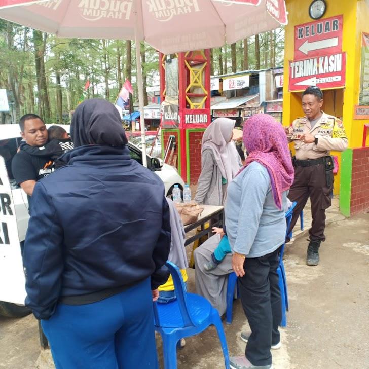 Bhabinkamtibmas  Malino Aktif Patroli Penggunjung Obyek Wisata Merasa Aman dan Nyaman