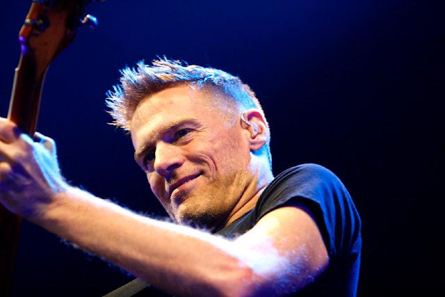 Bryan Adams cancela concierto en Misisipi tras aprobación de ley anti-gay.