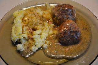 pulpety mięsne w sosie koperkowym