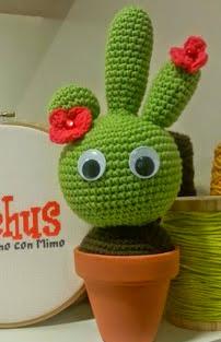 http://blog.bichus.es/2014/08/cactus-amigurumi-patron-paso-paso.html