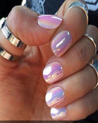 diseño de uñas rosadas espejo juveniles