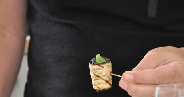 Involtini di zucchine e melanzane grigliate con mozzarella e pesto rosso