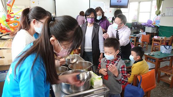 王惠美訪視南州國小營養午餐 防堵萊豬進入彰化校園
