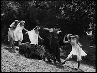 """Кадр из к/ф Чарли Чаплина """"Солнечная сторона"""" / Sunnyside (1919) - 10"""