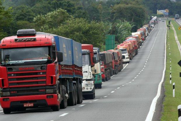 Líder de caminhoneiros diz que categoria vai parar se governos seguirem com quarentena - Portal Spy Noticias