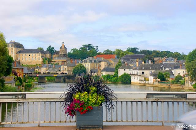 Vista di paesi pittoreschi che si incontrano lungo la Loira