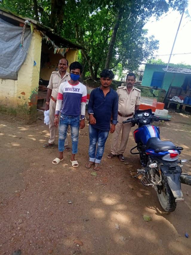 चोरी के बाइक के साथ दो चोर को पुलिस ने किया गिरफ्तार
