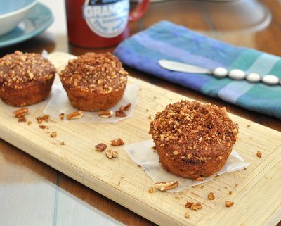Banana Streusel Muffins ♥ KitchenParade.com, a super-moist muffin made with very ripe bananas and reduced sugar, topped with nuts and cinnamon.