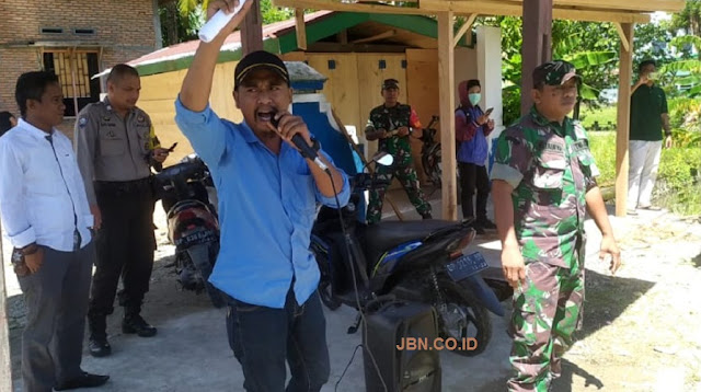 Puluhan Pemuda Gruduk Kantor Desa Banyu Urip Bone-Bone Luwu Utara, Ada Apa?