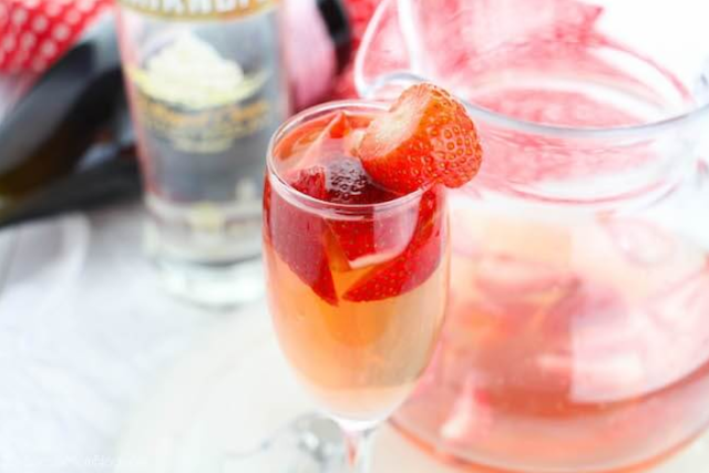 Strawberry Shortcake Bellini #party #drink