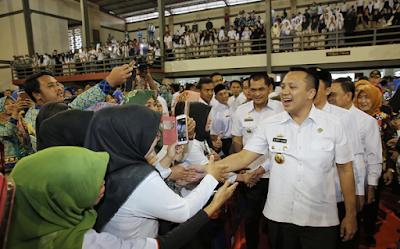 Kunjungi Liwa, Gubernur Ridho Dengarkan Keluhan Guru Honor