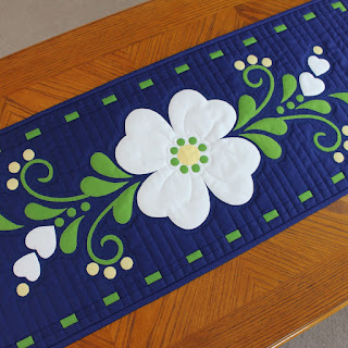 SPRING FLING-FLOWER SPRAY-FLORAL DECOR-FLOWER TABLE RUNNER-QUILT PATTERN-EASY PATTERN