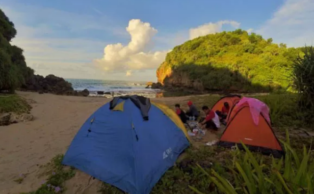 camping-pantai-kayu-arum
