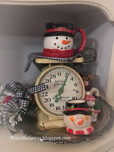 Priscillas A Wreath Update And A Hutch Full Of Snowmen