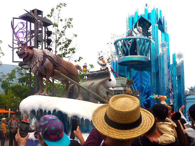 Frozen parade float, Shanghai Disneyland, China